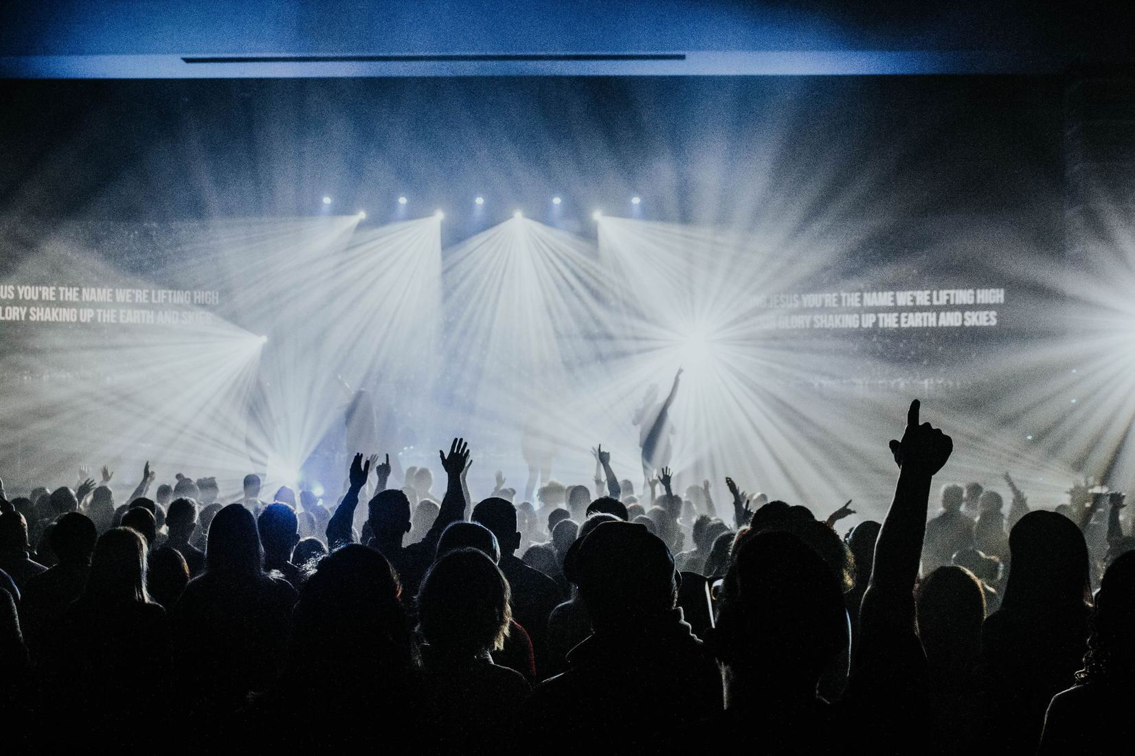 Peut-on utiliser un chant d'un groupe de louange que nous savons doctrinalement douteux?