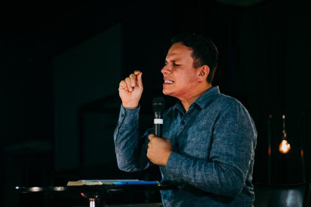 Pasteurs : continuez à prêcher